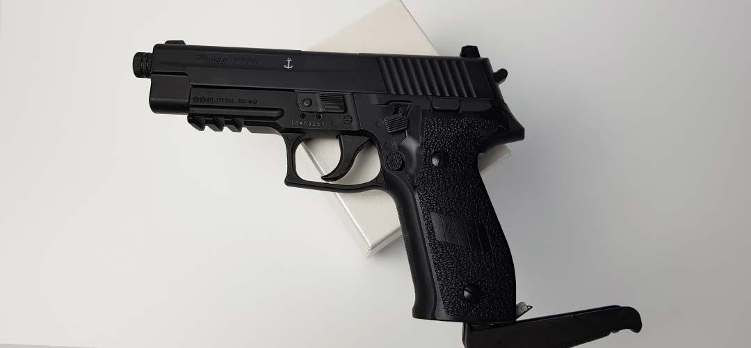 Sig Sauer P226 Blowback CO2 pistol buy - Review and shooting test