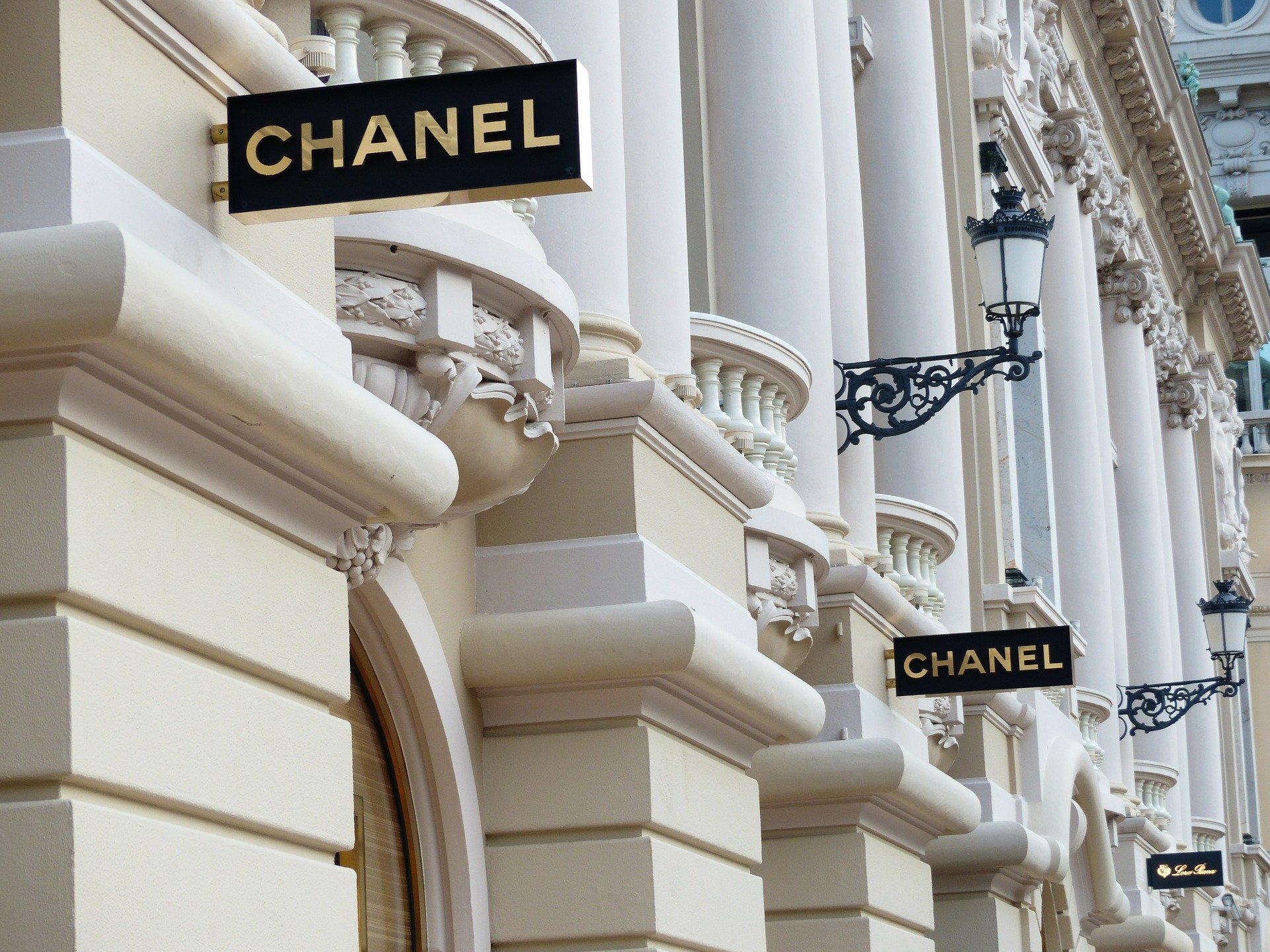 CHANEL AND DANCE