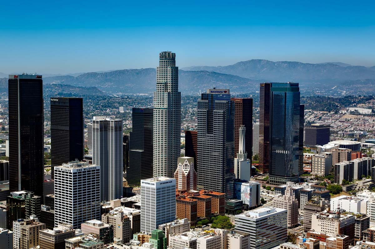 Moving Los Angeles: Apartments, Houses & Popular Neighborhoods to Live in LA