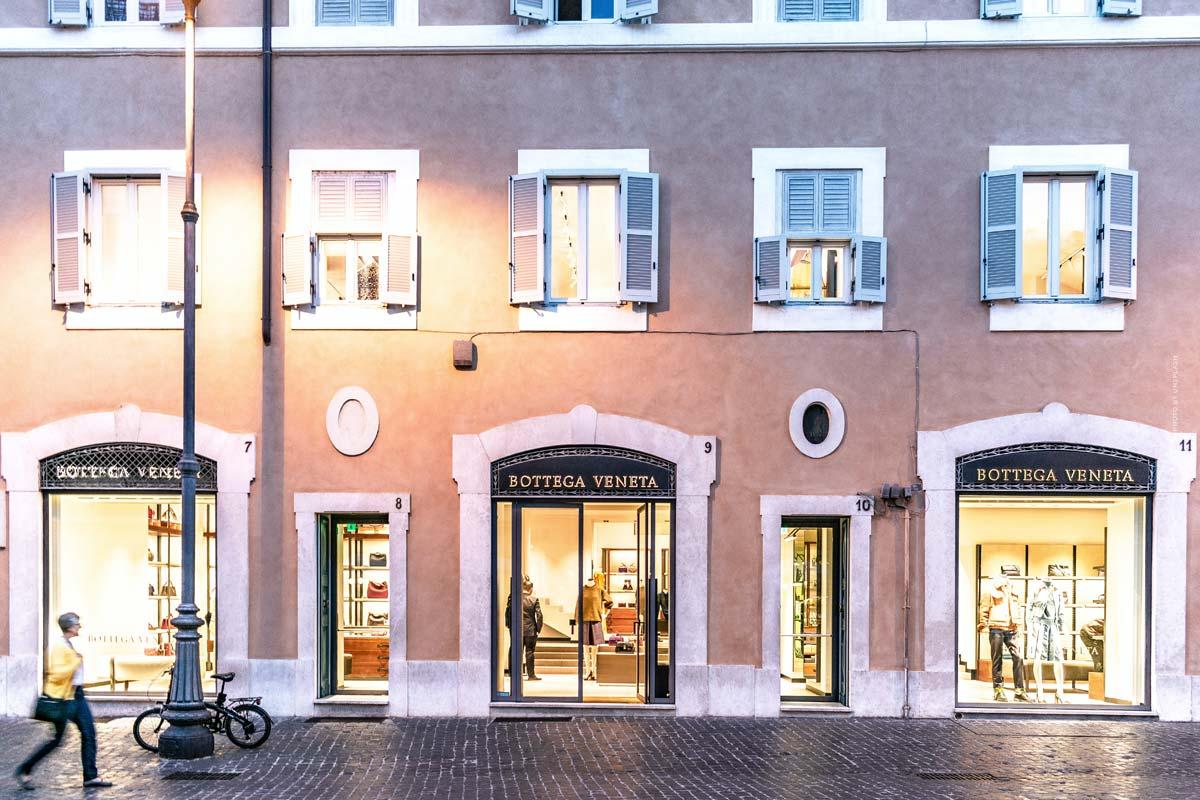 Bottega Veneta: shoes, bags and leather goods in minimalist design