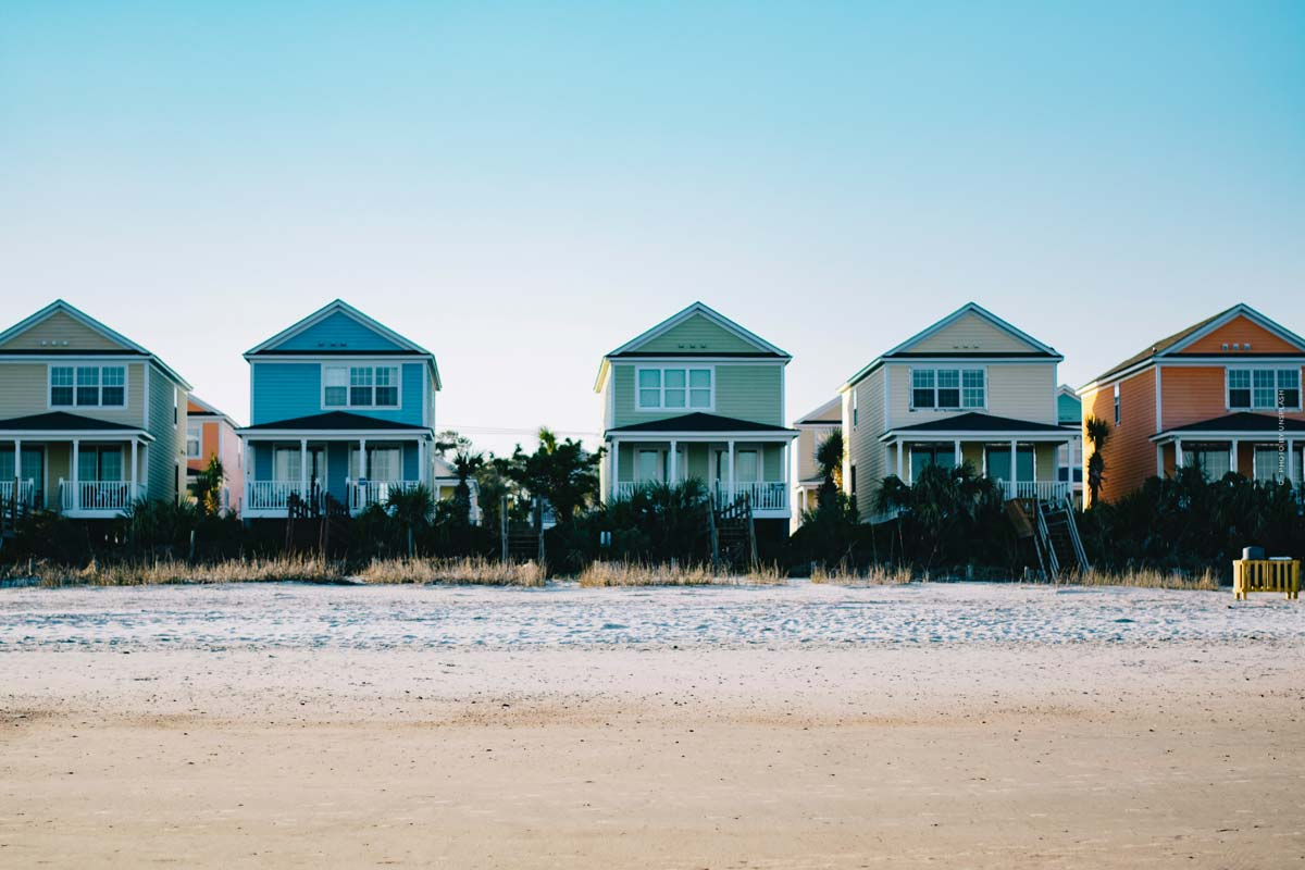 Beach house: features, renting, buying or building and advantages & disadvantages of an investment