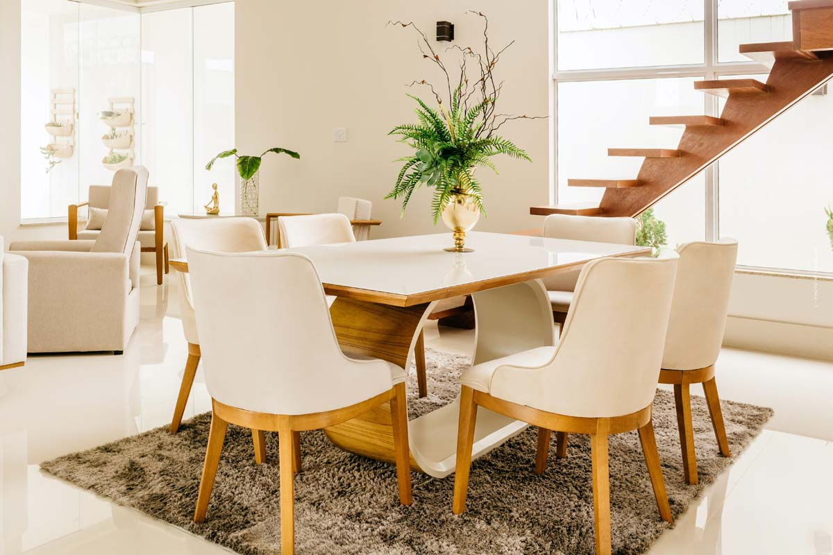 Dining Room Furnishings: Chairs, decoration and the right lighting for dining at home