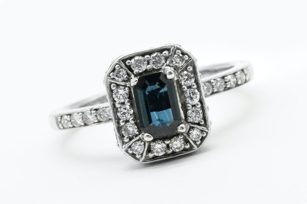 Buy Aquamarine: Color, cut, quality and comparison with gold price - Investment Gemstone