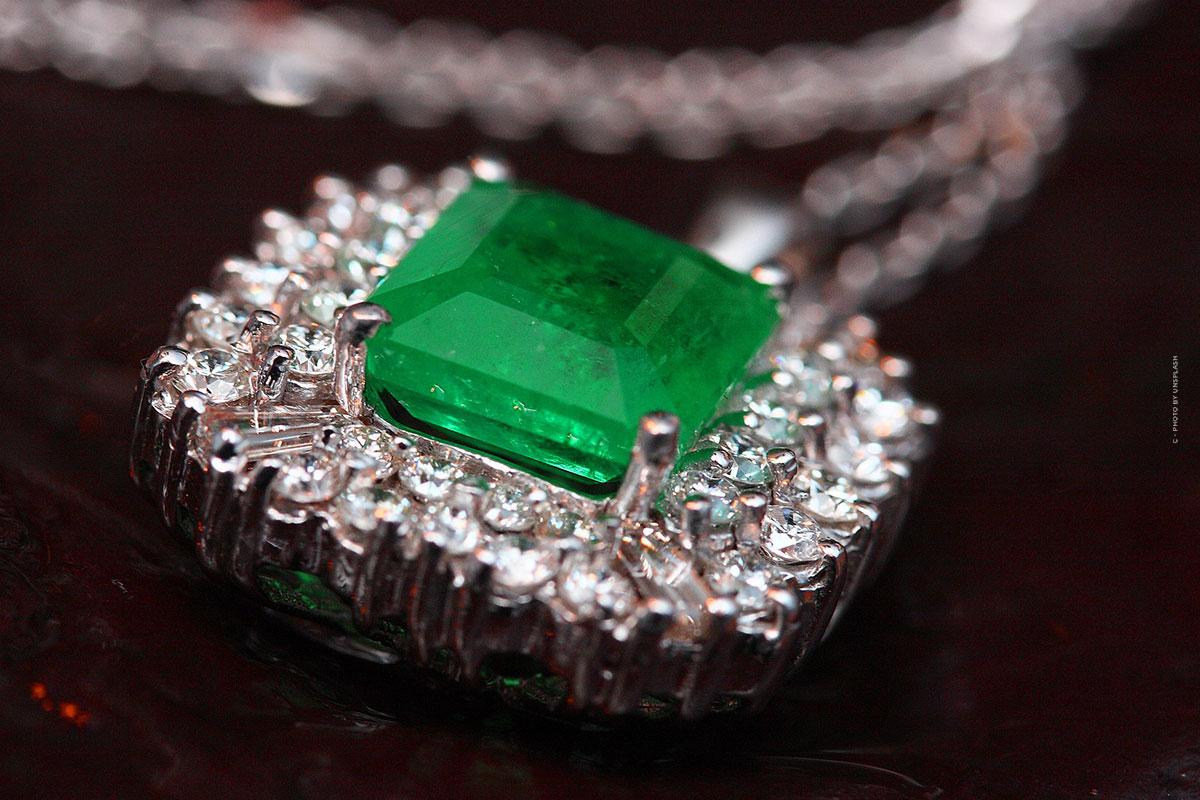 Buy Emerald: Price, Carat, Quality & Value - Investment Gemstone